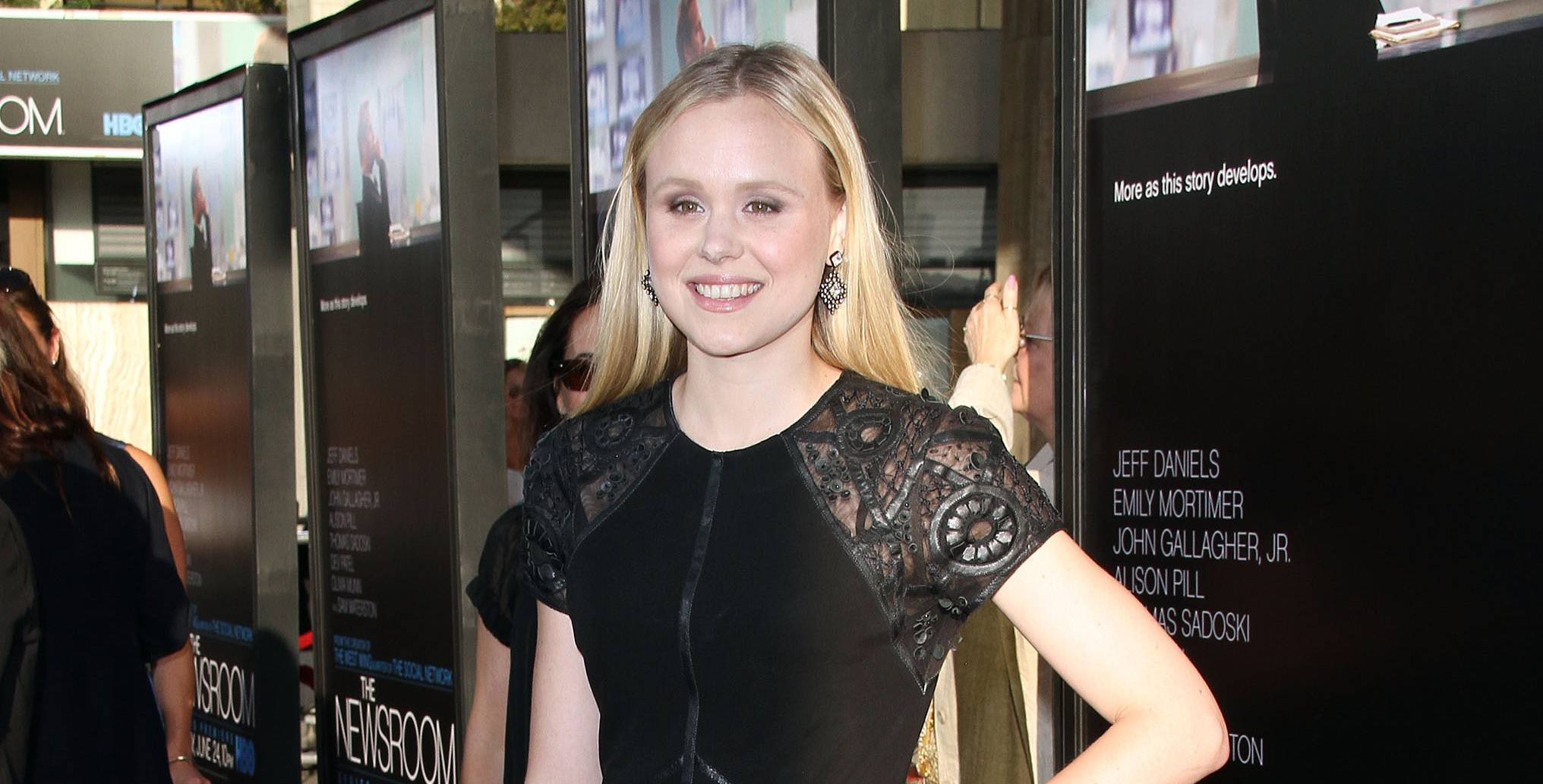 Alison Pill Sex Scene alison pill accidentally tweeted a topless pic of herself