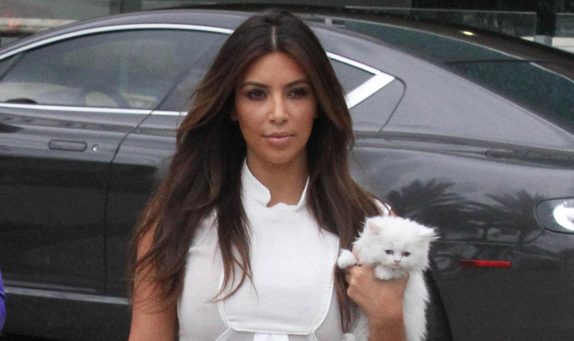 kim-kardashian-kitty-0918