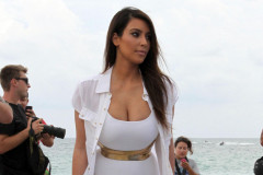 kim-kourtney-kardashian-miami-0925