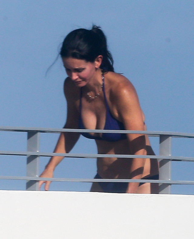 Courteney Cox Showing Off Her Bikini Body