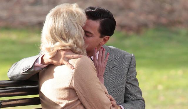 leonardo-dicaprio-joanna-lumley-kiss