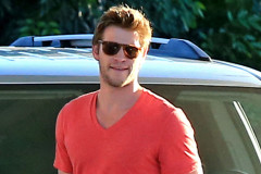 liam-hemsworth-gas-1106
