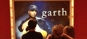 sara-underwood-flash-garth-brooks