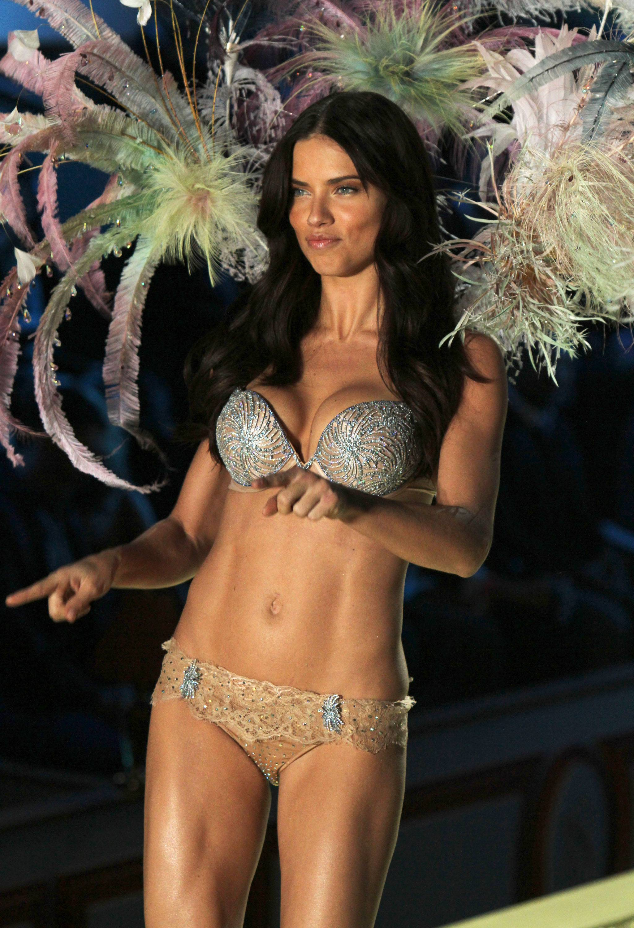 Adriana Lima, 2010 | 131507 | Photos