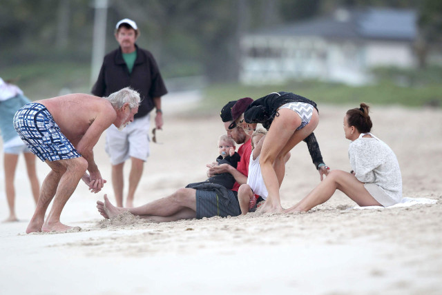 The Simpson Clan Enjoying A Day On The Beach