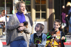 britney-spears-kids-starbucks