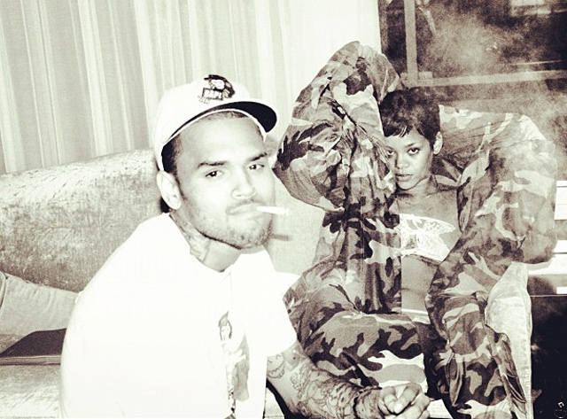 chris-rihanna-bed