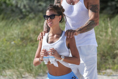claudia-galanti-beach-workout