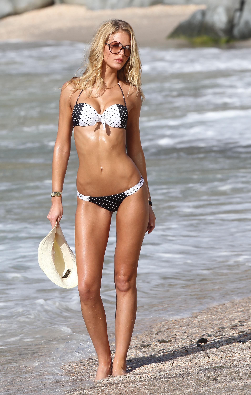 Erin Heatherton Shows Off Her Bikini Body   131849
