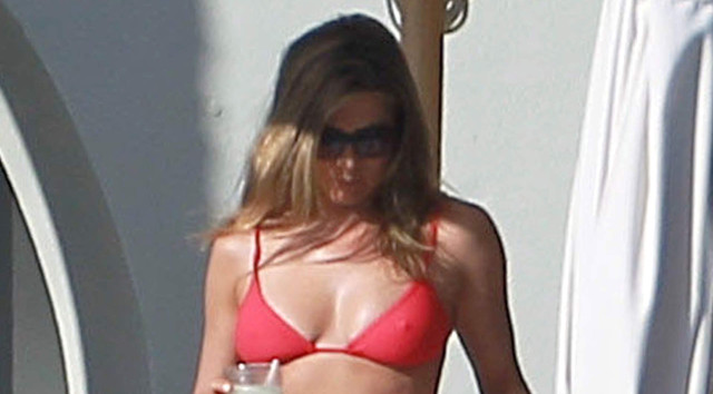 jennifer-aniston-pool-bikini