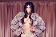 kim-kardashian-factice-lingerie