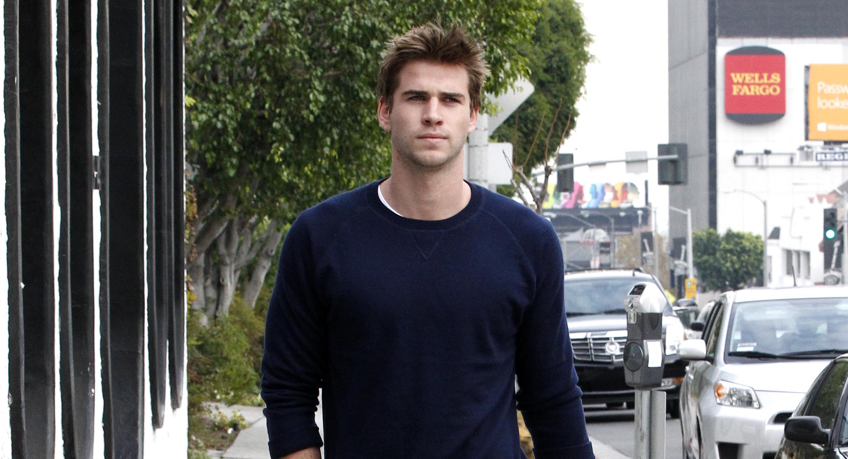 liam-hemsworth-out