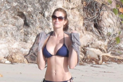 stephanie-seymour-beach-bikini