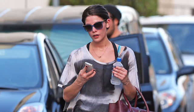 ashley-greene-gym-sweat