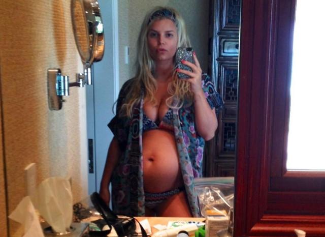 jessica-simpson-pregnant