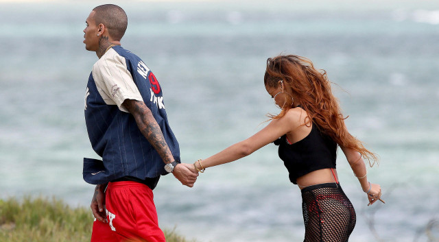 rihanna-chris-hawaii