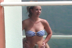 britney-spears-bikini-malibu