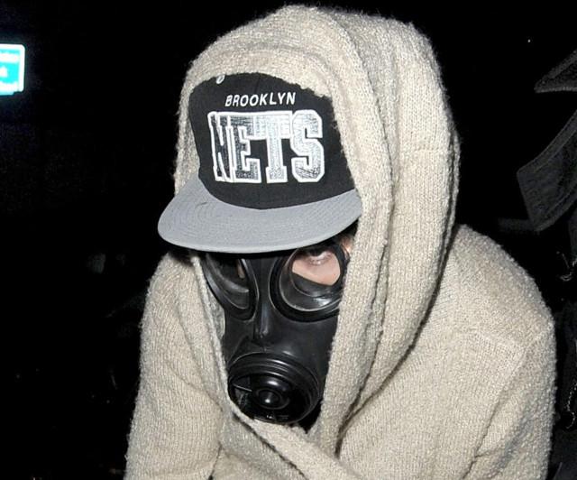 justin-bieber-london-gas-mask