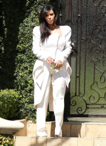Pregnant Kim Kardashian Heading To The Four Seasons Hotel