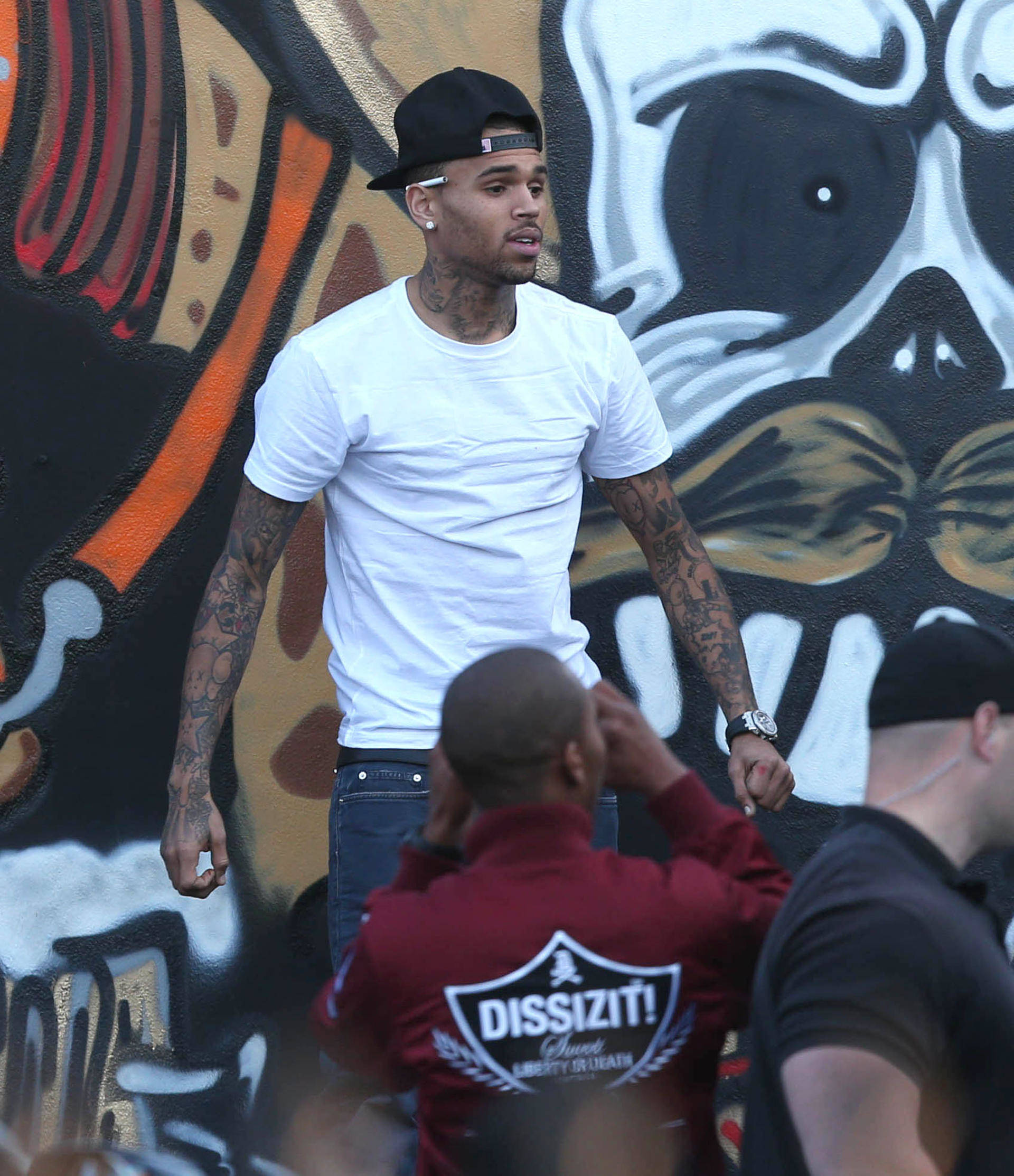 Chris brown spray paints a mural in miami 141408 for Chris brown mural