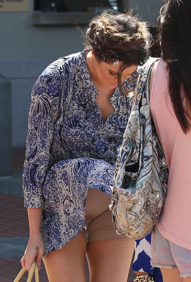 Khloe Kardashian Suffers Wardrobe Malfunction Photos The Blemish