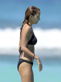 Nicole Richie Reveals Her Skeletal Frame in St Barts