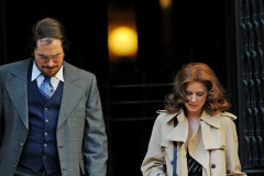 Amy Adams Spanxs show as she filmed on the set of 'American Hustle'