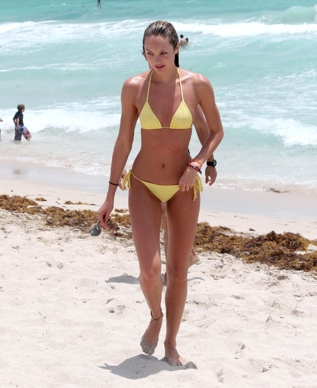 Candice Swanepoel Shows Off Her Bikini Body In Miami | 145232 | Photos ...