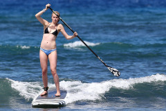 Ireland Baldwin & Slater Trout Out Paddle Boarding In Hawaii