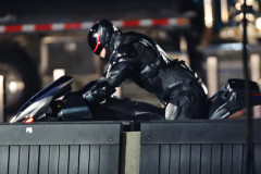 Joel Kinnaman Showing Off His Big Gun On 'RoboCop'