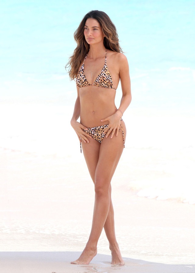lily aldridge shows off her bikini body 143946 photos the