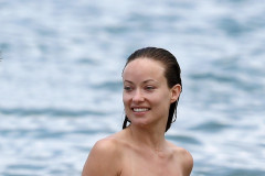 Olivia Wilde & Jason Sudeikis Enjoying Some PDA In Hawaii