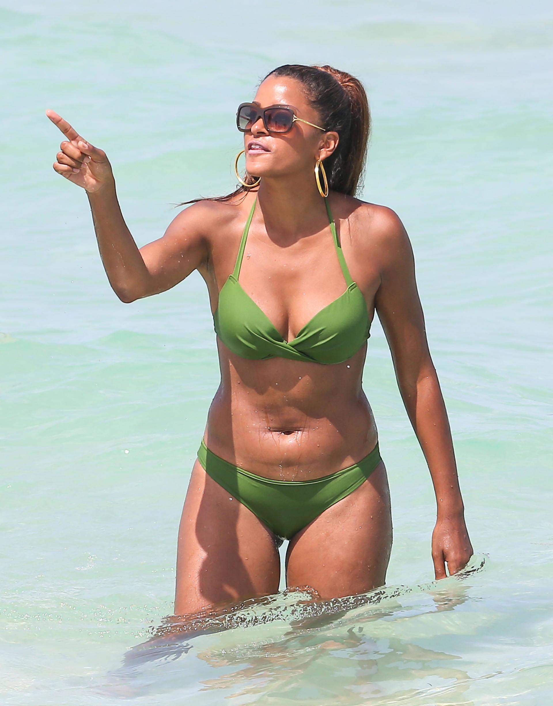 Claudia jordan bikini pics