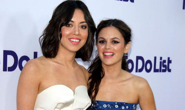 aubrey-plaza-rachel-bilson-to-do-list