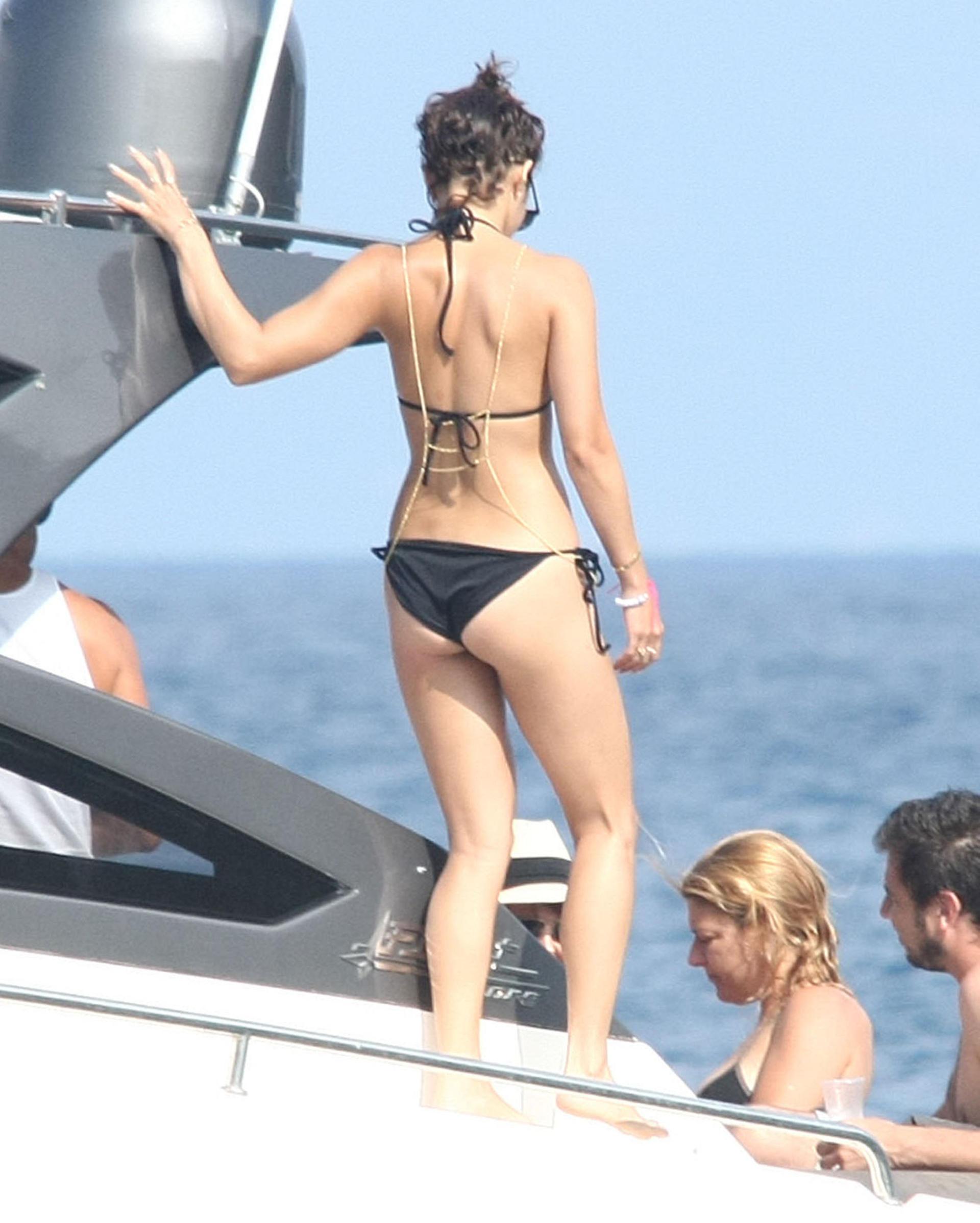 Vanessa Hudgens  Bikini Bodies Pic 4 of 35