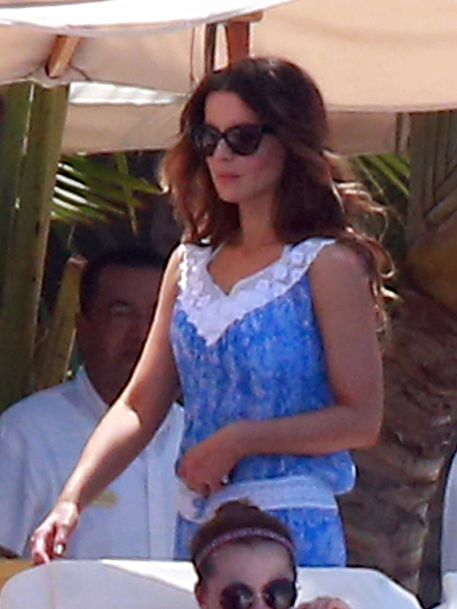 Another day another bikini for kate beckinsale in mexico 151671 photos the blemish - Kate beckinsale pool ...