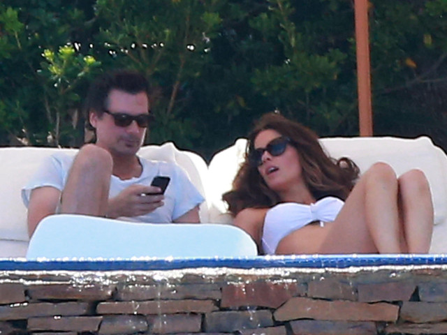 Another day another bikini for kate beckinsale in mexico 151677 photos the blemish - Kate beckinsale pool ...