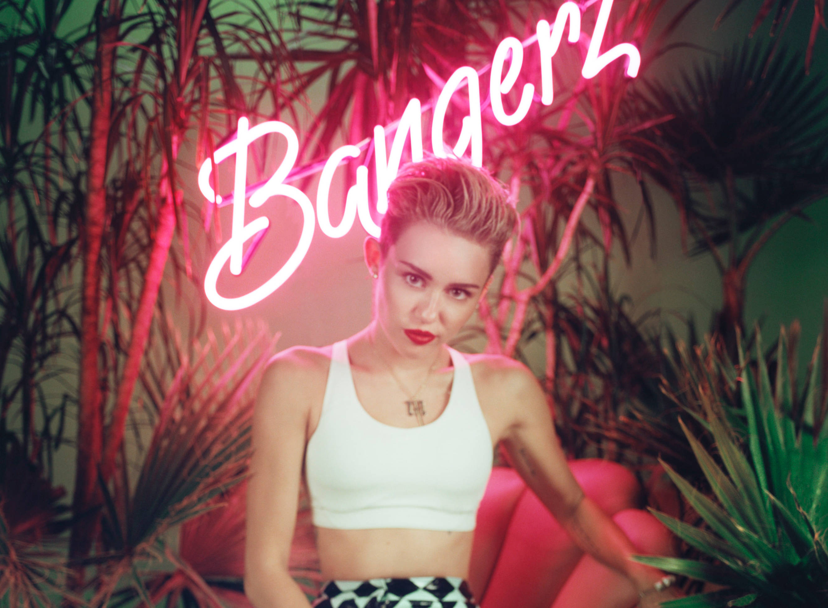 miley cyrus has a photo shoot for bangerz the blemish