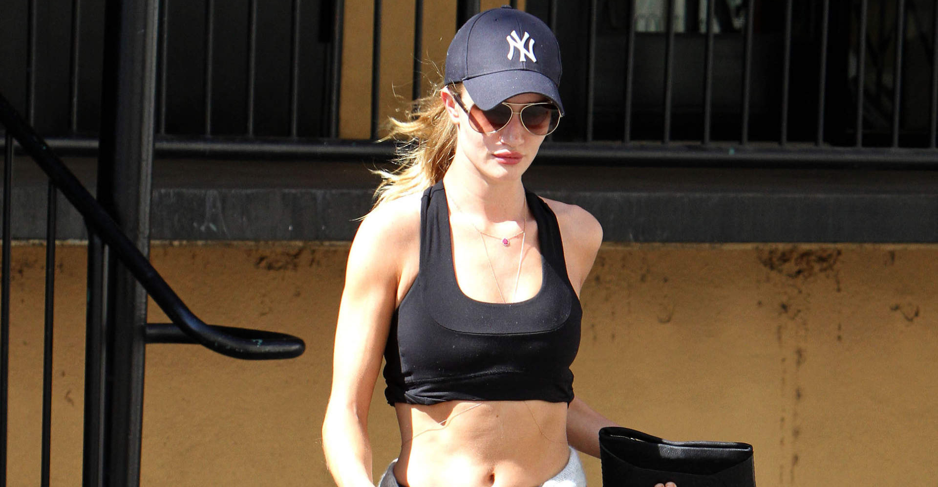rosie-huntington-whiteley-gym