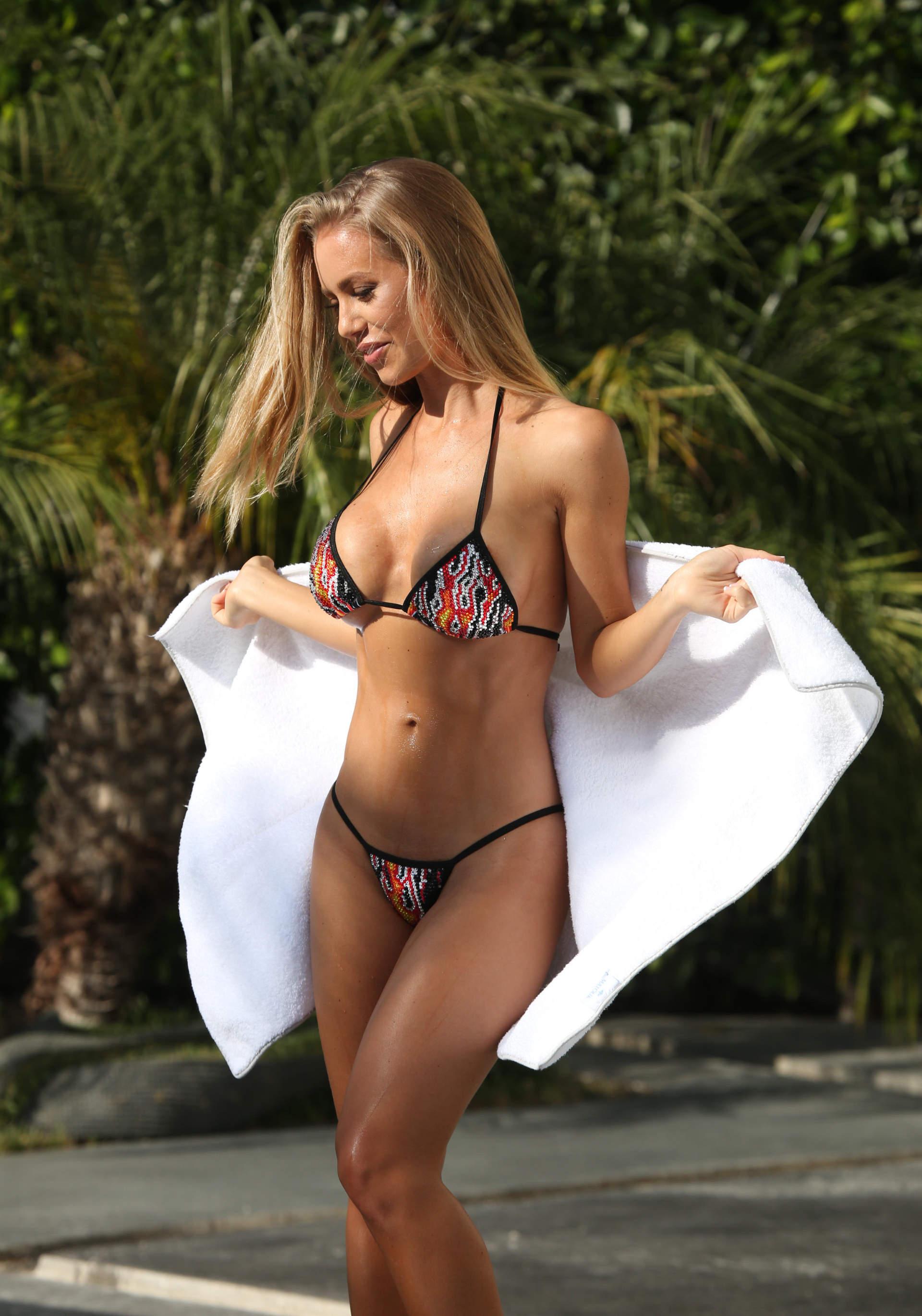 Nicole aniston vk