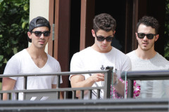 jonas-brothers-hawaii