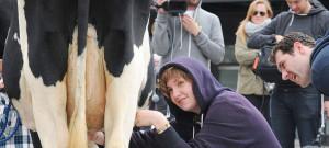 lena-dunham-milk-cow