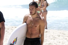 liam-payne-surfing-gold-coast