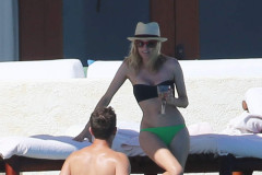 Diane Kruger & Joshua Jackson Enjoy Their Cabo Vacation