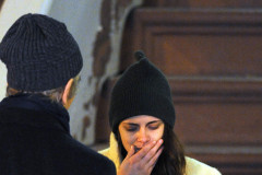 Kristen Stewart Films An Emotional Scene In NYC