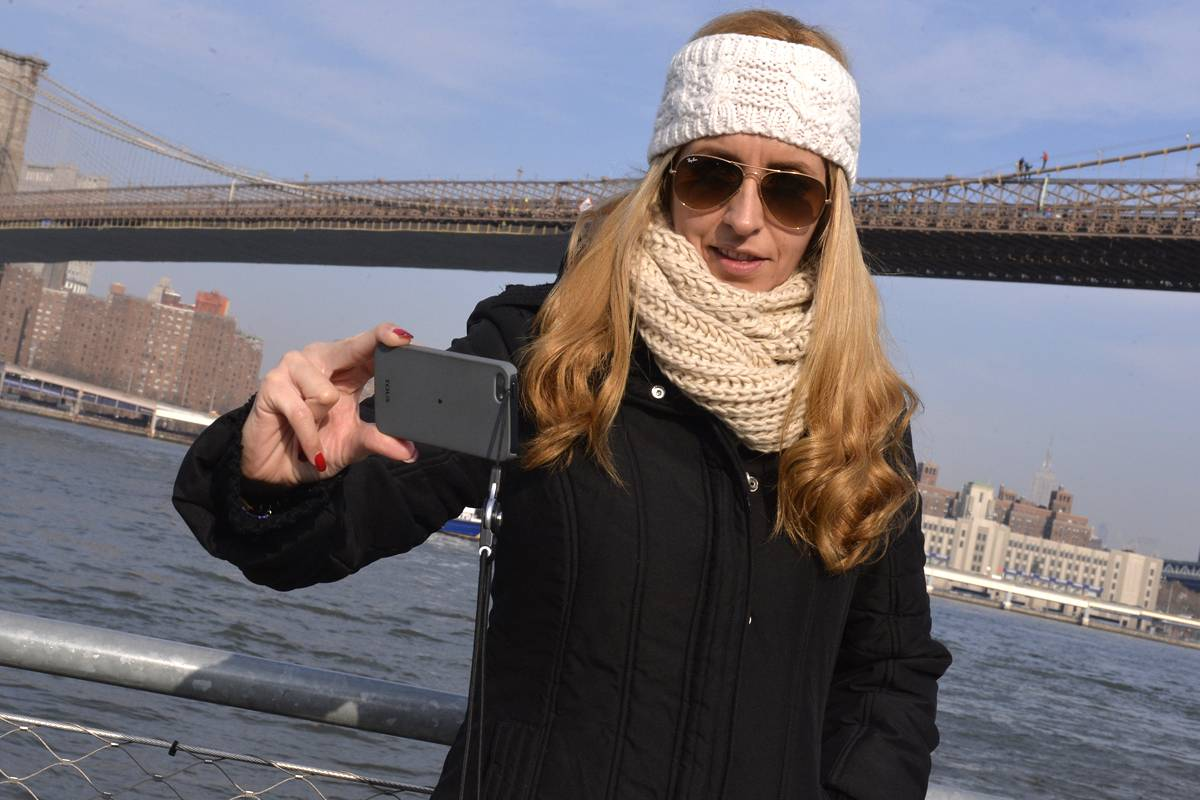 New York Woman takes selfie with suicidal Brooklyn Bridge jumper in back. Pic courtesy of NY Post.