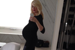 gwen-stefani-pregnant-selfie
