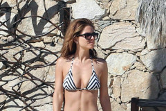 Maria Menounos is a Bikini Babe in Cabo