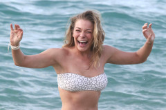 LeAnn Rimes Showing Off Her Bikini Body In Hawaii