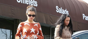 Selena Gomez Is In The Mood For Pizza
